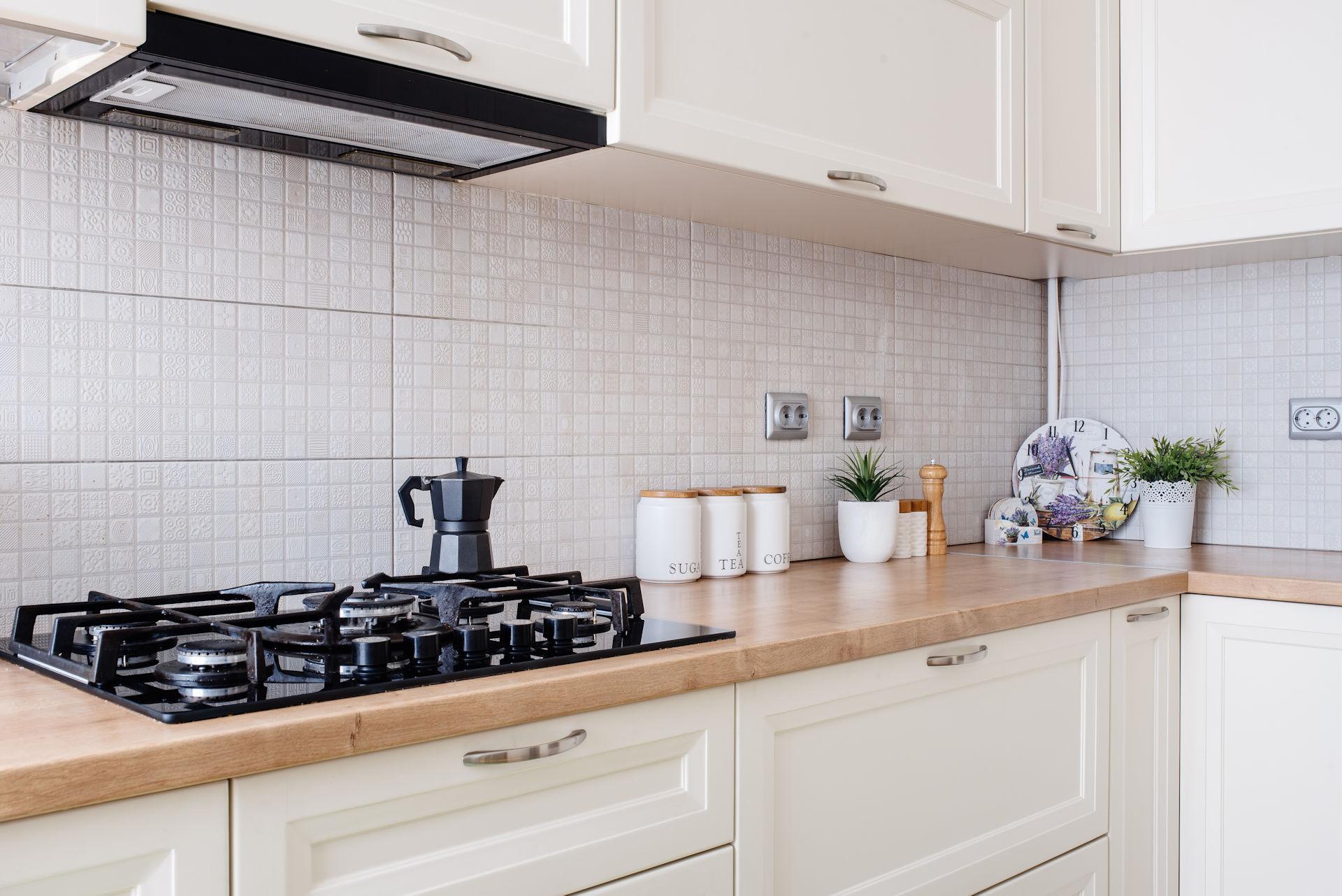Prático: Cozinha, Área de Serviço e Banheiro